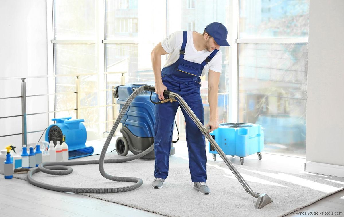 Teppichbodenreinigung in professionellen Reinigungsverfahren